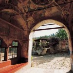Улаз са параклисом Светог Николе