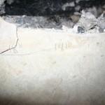 Натпис у малтеру довратка у подруму на западној страни са годином 1810. Могуће да је то година почетка градње.