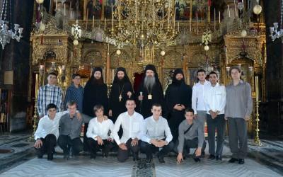 Владика Теодосије са богословима у Хиландару