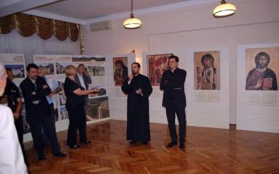"""Изложба """"Хиландар, наслеђе и обнова"""" у Епархијском центру у Крагујевцу (видео)"""