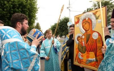"""Копија иконе Богородице """"Млекопитатељнице"""" донешена у Белорусију (видео)"""