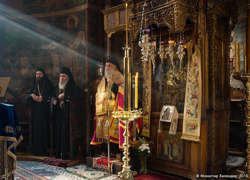 (Фото галерија) Патријарх Иринеј у Хиландару на манастирској слави – Ваведењу Пресвете Богородице