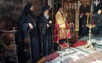 (Видео) Патријарх Иринеј свечано дочекан у Хиландару