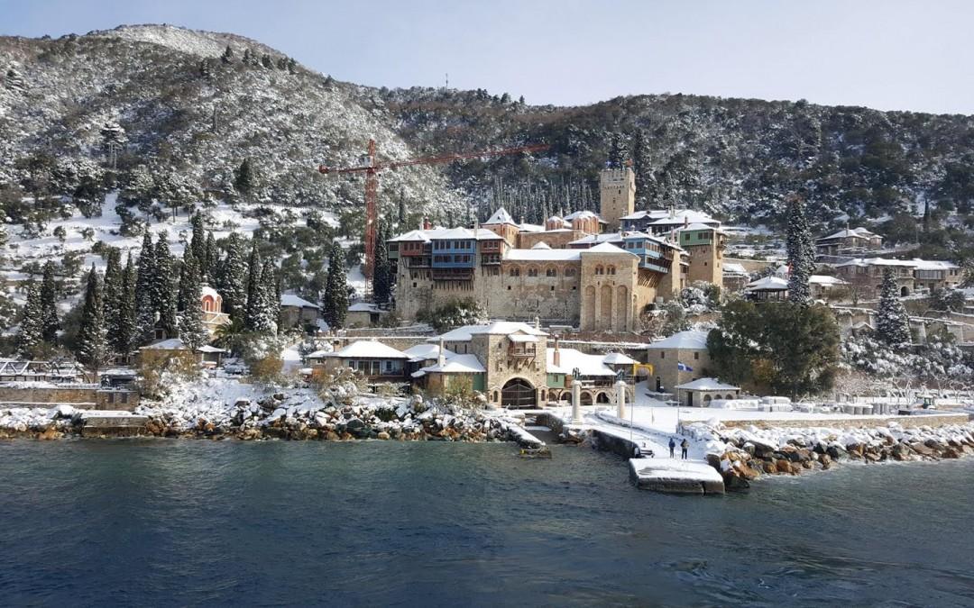 (Фото) Света Гора за Божић покривена снегом