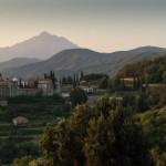 Поглед из келије Патерица. Десно хиландарска келија Св. Николаја звана Барбера, у средини Светоандрејевски скит.
