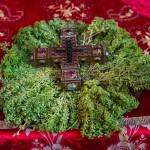 Део Часног Крста Господњег на празник Воздвижења у Хиландару