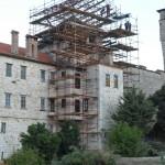 Реализација награђеног пројекта Реконструкције крова Камбанског пирга - Звонаре, манастир Хиландар; монтажа заштитне конструкције, септембар 2017. године