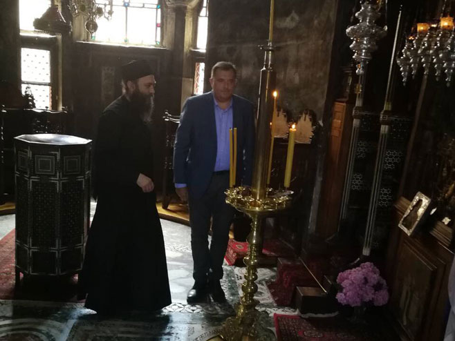 Милорад Додик у Хиландару – Влада РС уплатила 51.000 евра помоћи (видео)