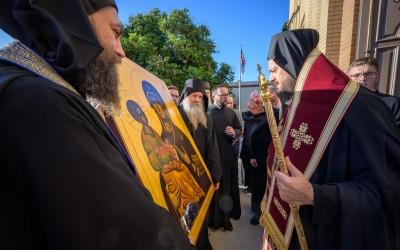 Игуман Методије предао препис Тројеручице Епископу западноамеричком Максиму