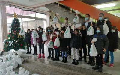 CarGo и Хиландар даривали божићне и новогодишње пакетиће