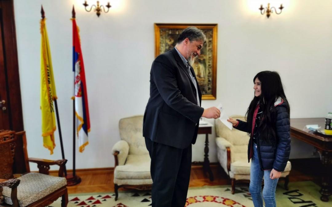 Манастир Хиландар доделио стипендију Биљани Чекић – Дари из Јасеновца