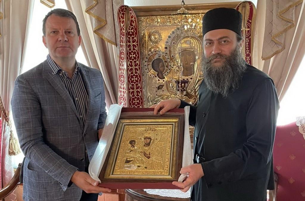 Председник Покрајинске владе Игор Мировић посетио Хиландар