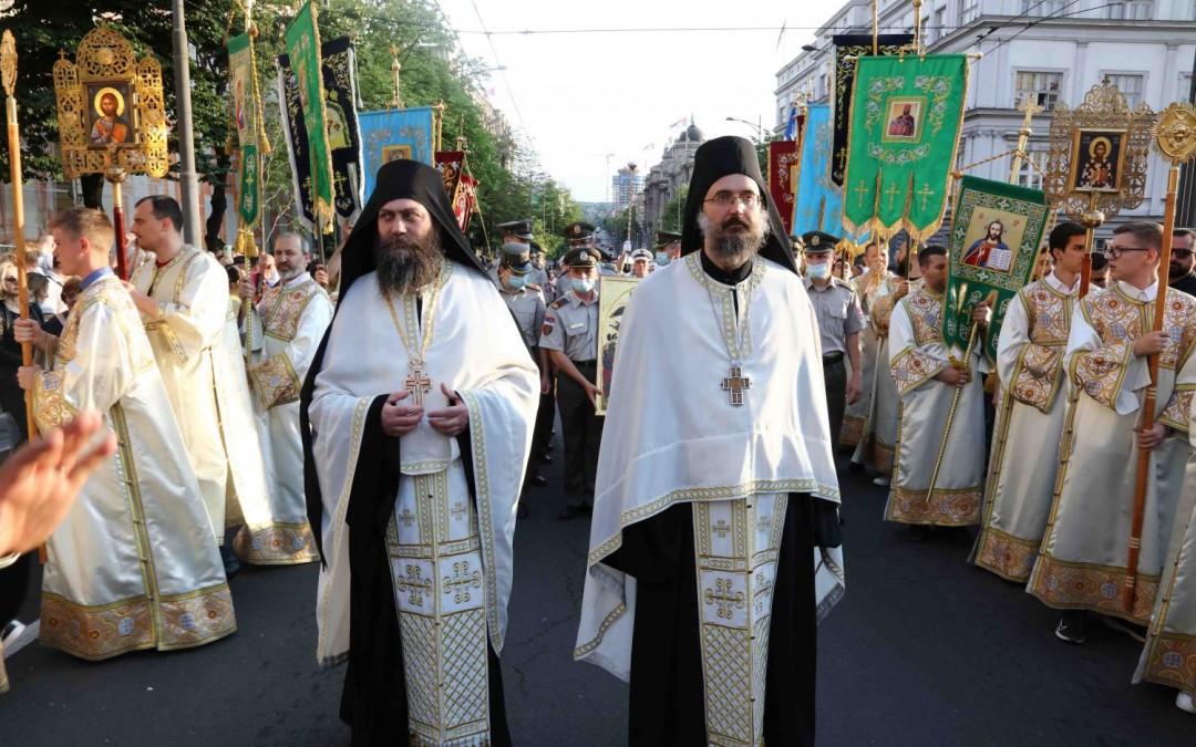 Хиландарски игуман на великој Спасовданској литији у Београду
